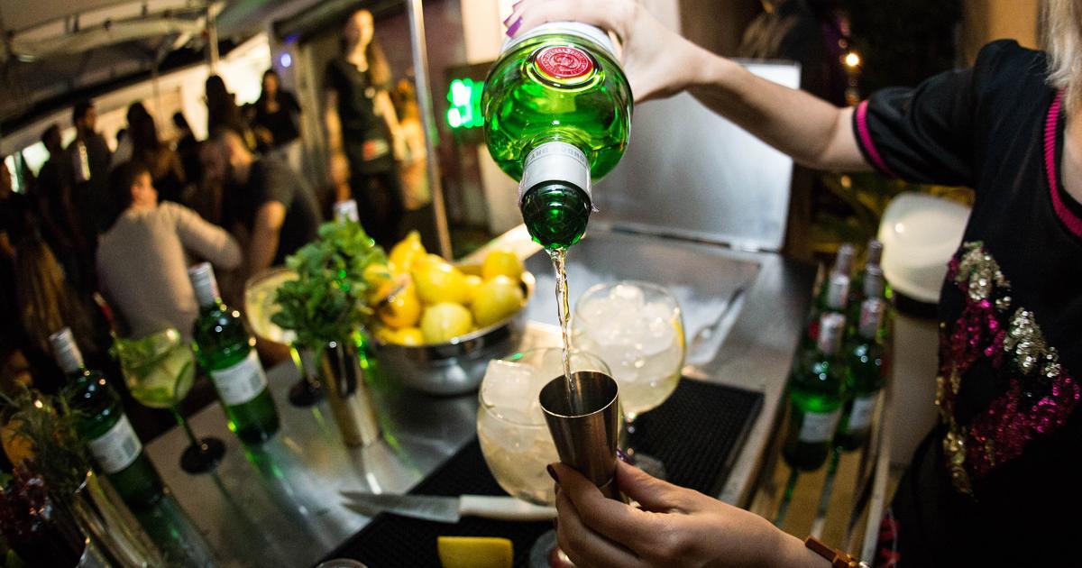 pouring drinks bartender