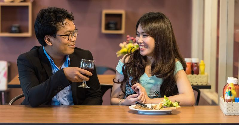 couple dining restaurant