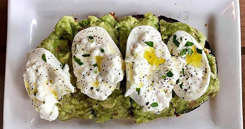houlihans burrata avocado toast