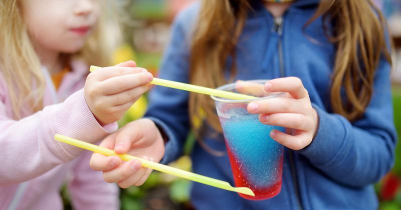 kids eating slushie