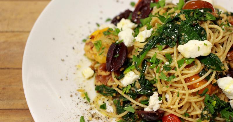 Whole-Wheat Spaghetti With Walnuts, Spinach, Tomato and Garlic Breadcrumbs