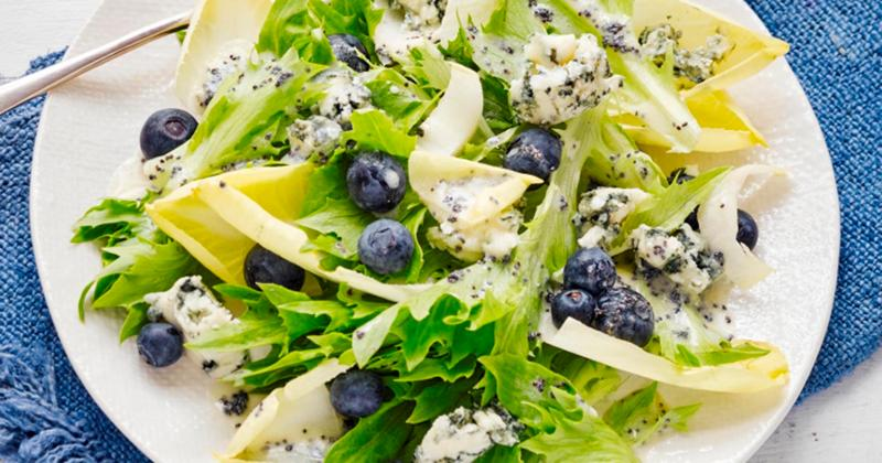 Blueberry and Gorgonzola Salad With Mixed Greens