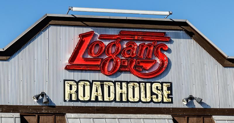 Logan's roadhouse storefront