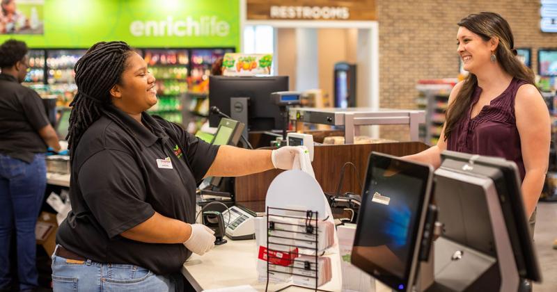 Enmarket clerk