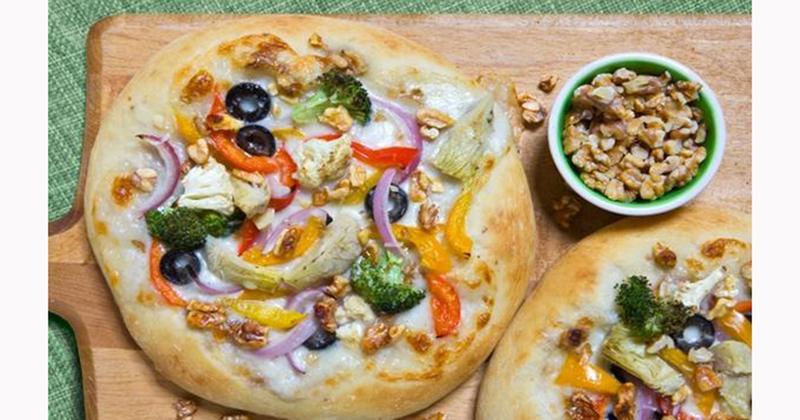 Vegetable Walnut Pizza