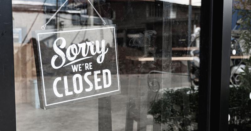 Closed restaurant sign