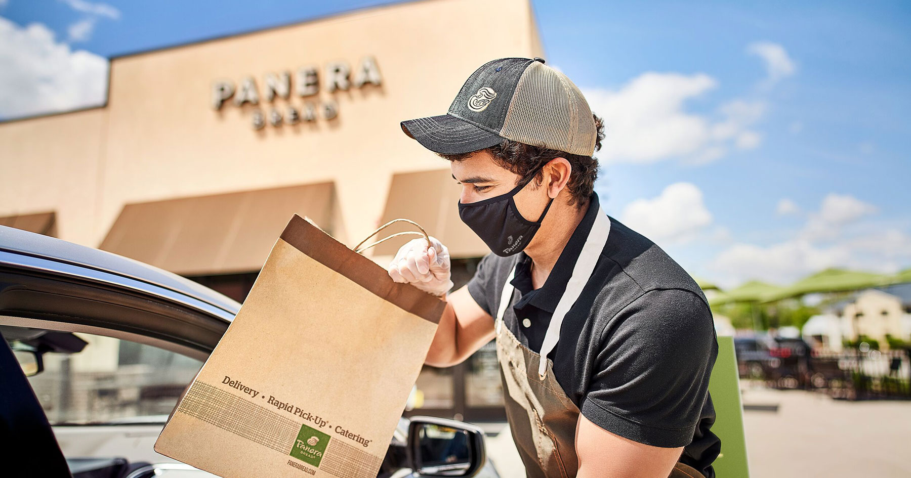 Panera adds geofencing to curbside pickup