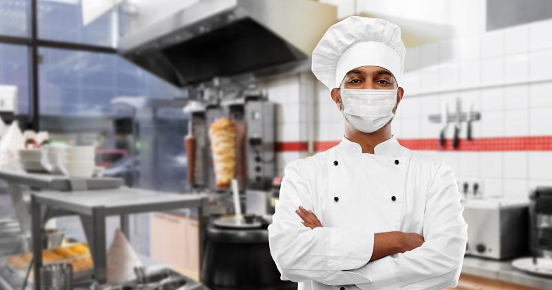 Do cooks have to wear masks?
