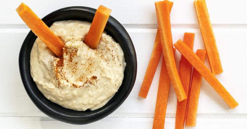 hummus carrot sticks