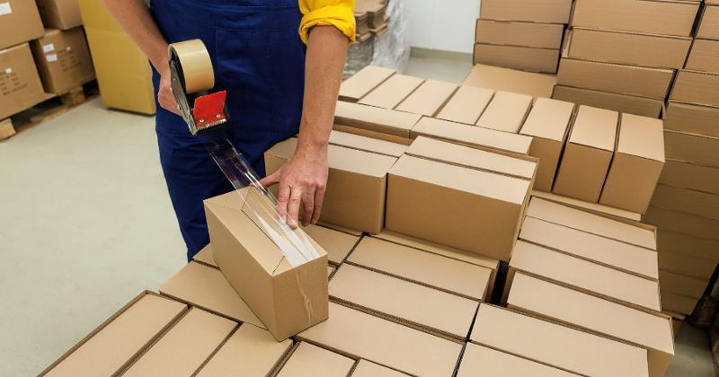 taping boxes