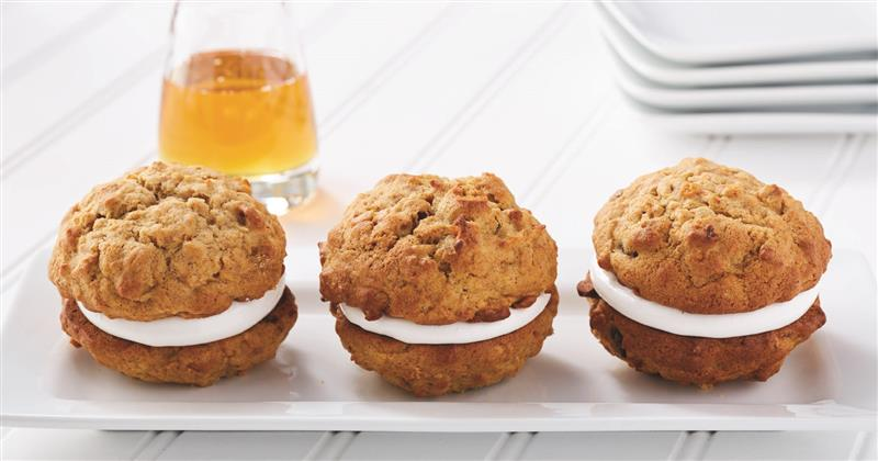 Carrot cake and honey marshmallow whoopie pies