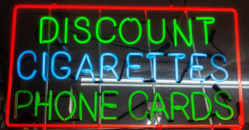 Discount cigarette sign
