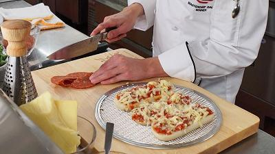 olive garden finds another use for breadsticks pizza - Olive Garden Pizza