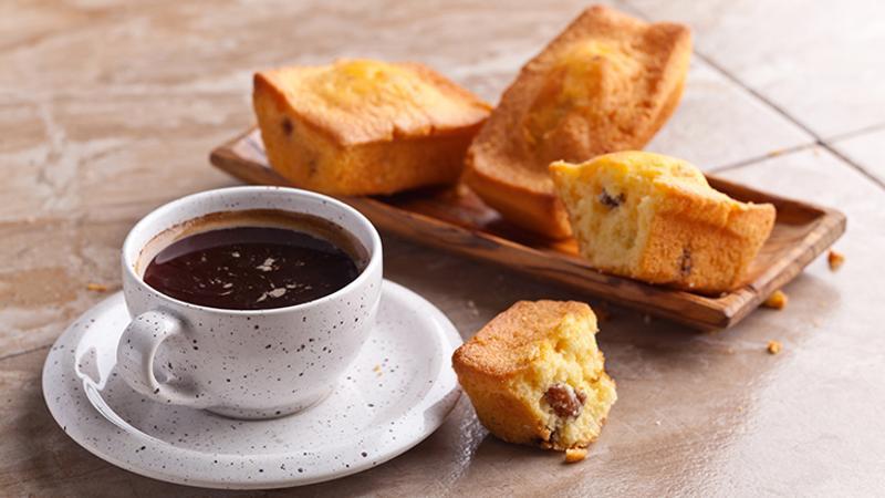 Coffee and cupcake with raisins