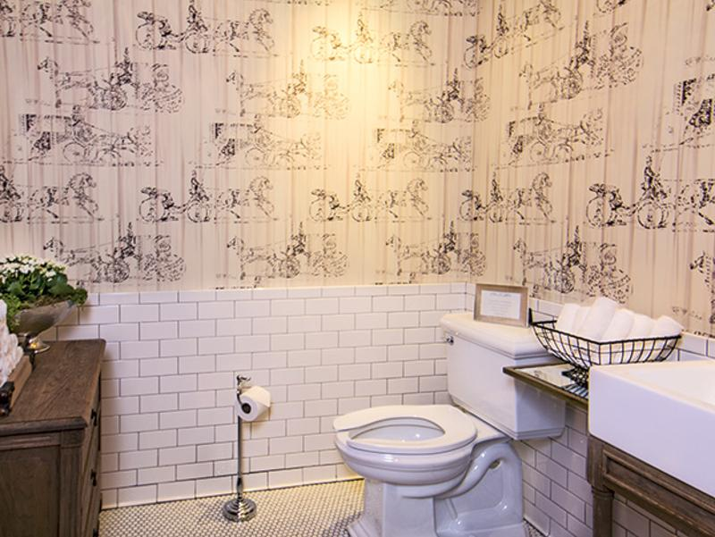 boca parisian bathroom