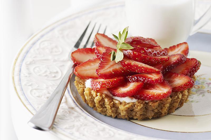 strawberry walnut tart