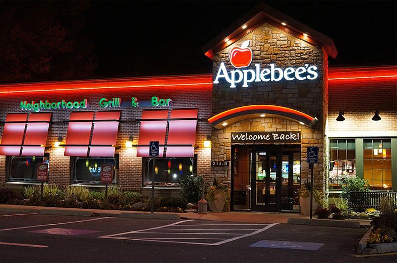 applebees exterior night