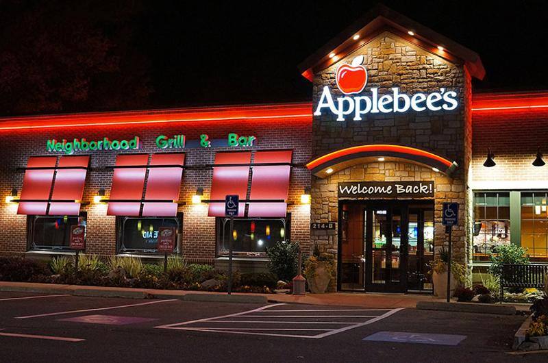 applebees exterior night
