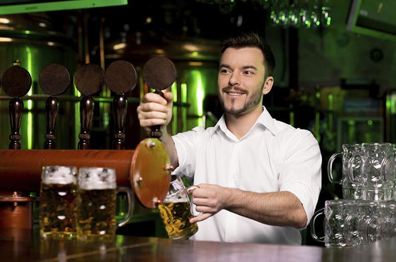 bartender draft beer