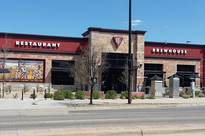 bjs restaurant brewhouse exterior