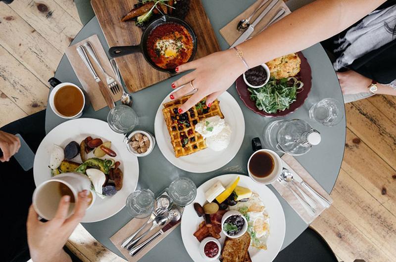breakfast restaurant food