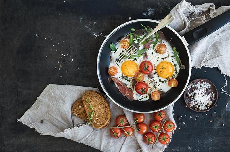 breakfast egg tomato