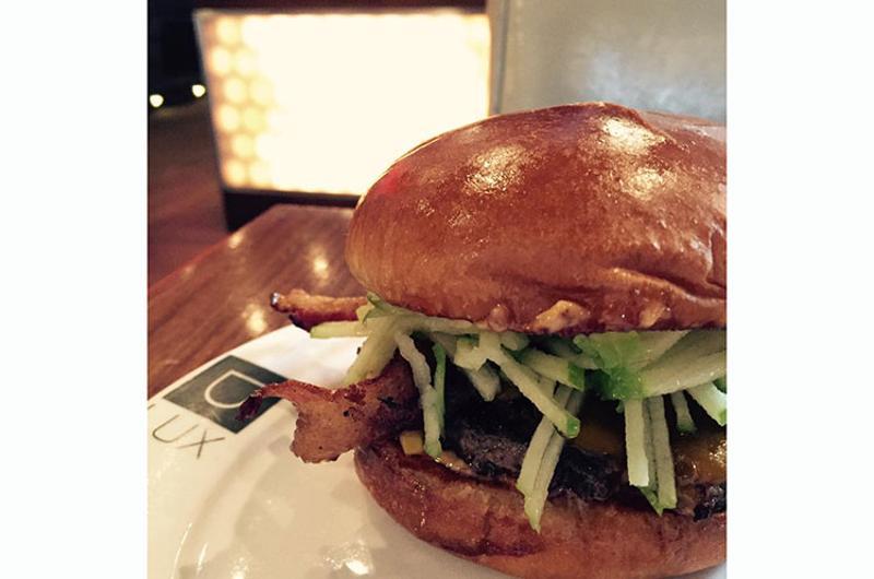 dlux sweet apple slaw burger