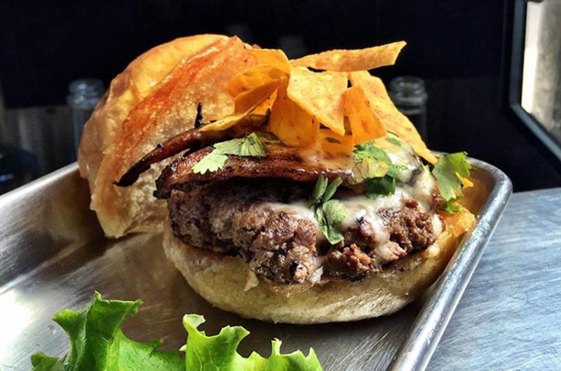 el mariachi burger baileys range
