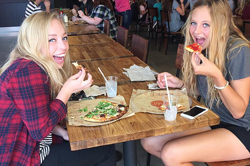 girls eating blaze pizza