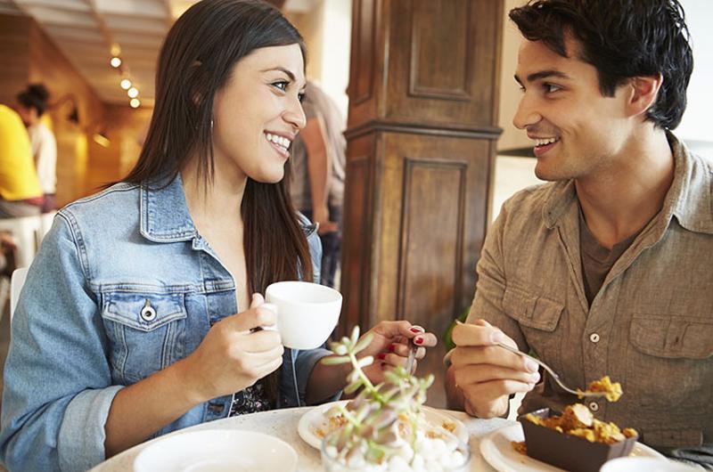 hispanic millennials restaurant