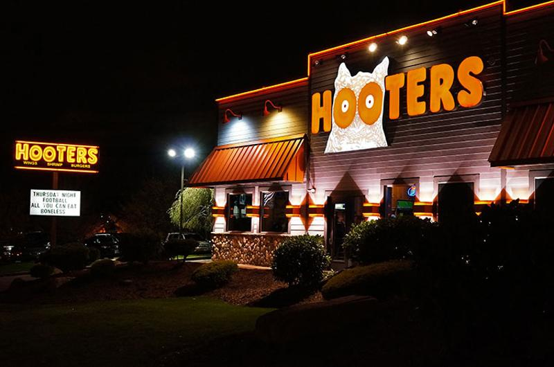 hooters exterior