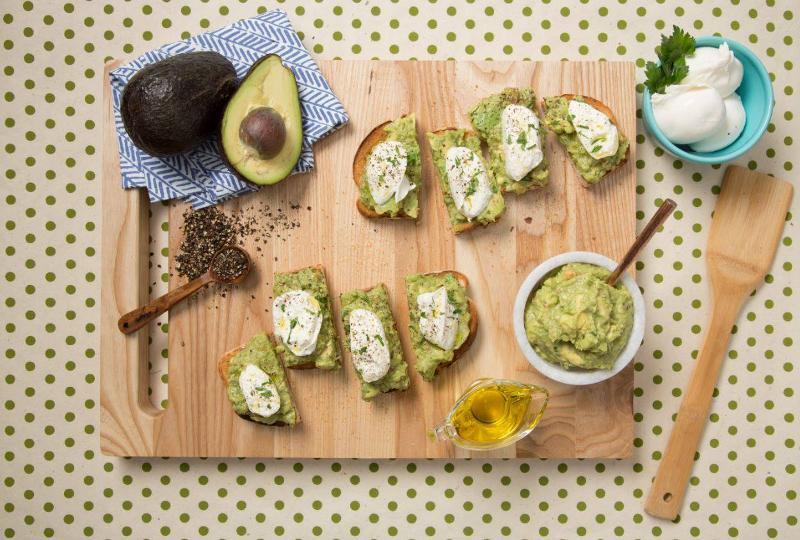 houlihans avocado toast