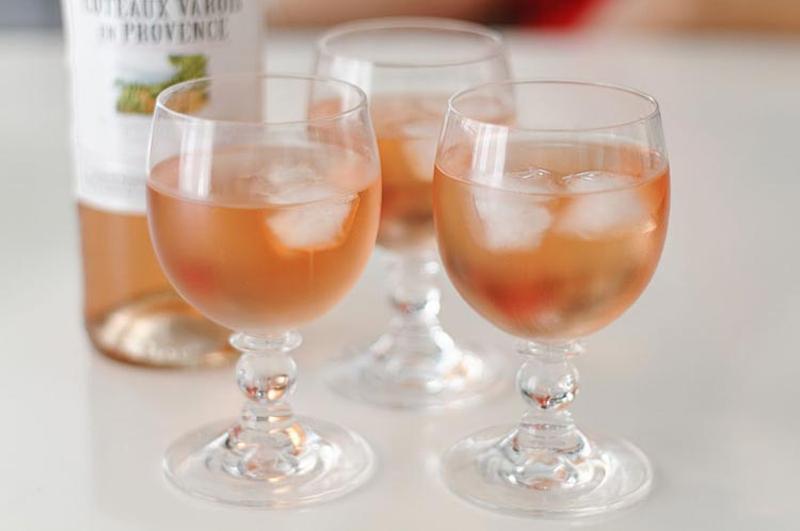 ice cubes rose wine