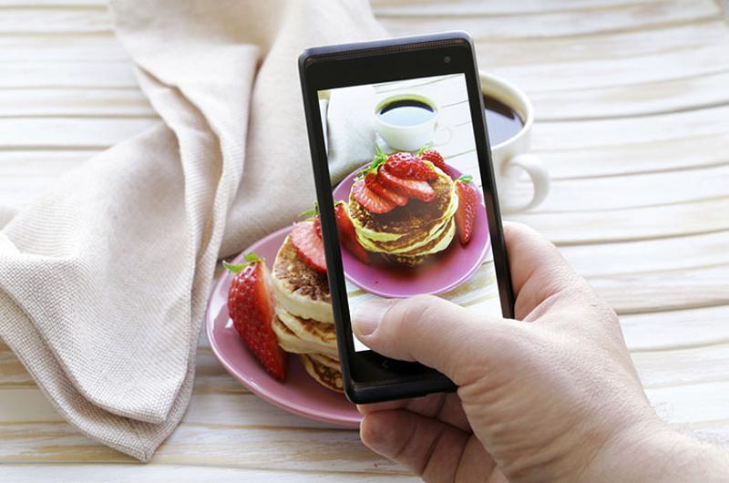 iPhone food social media