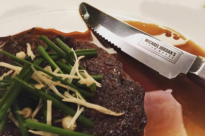 michael jordans steakhouse steak knife