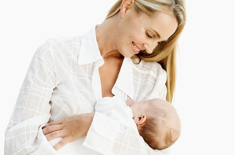 mom baby breastfeeding