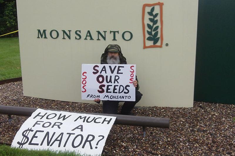 monanto sign protest
