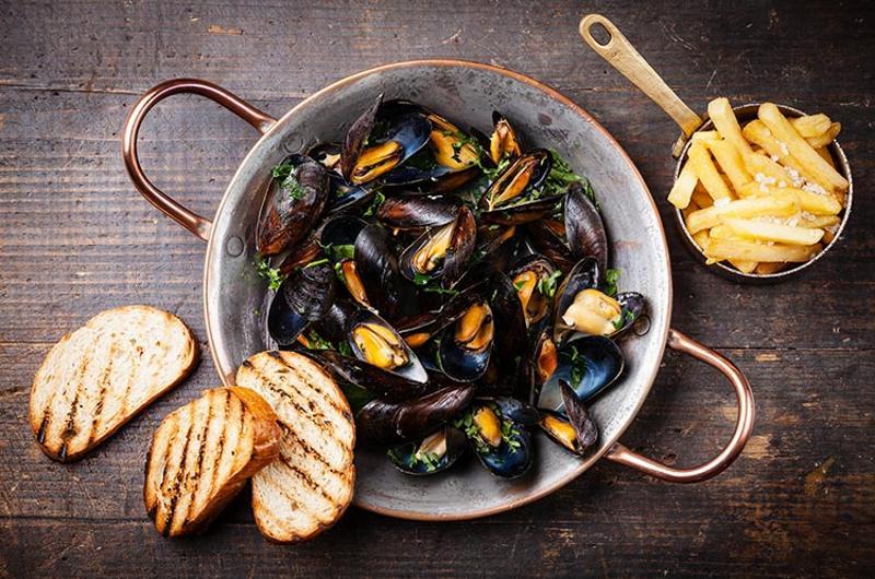 mussels bread fries