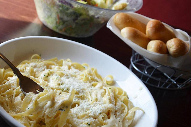 olive garden alfredo breadsticks