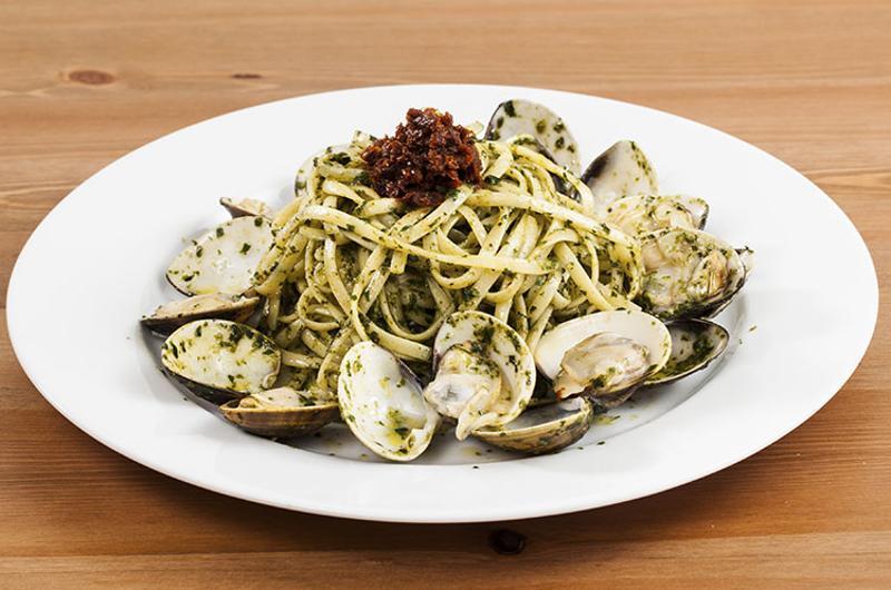 pesto pasta clams