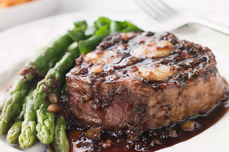 plated steak asparagus