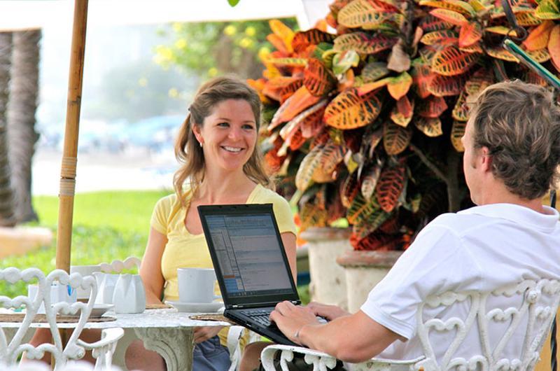restaurant patio laptop work