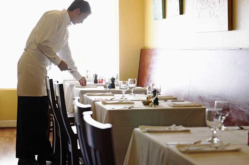 restaurant waiter tables