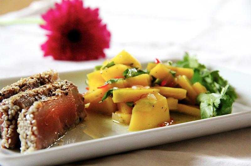 seared tuna mango