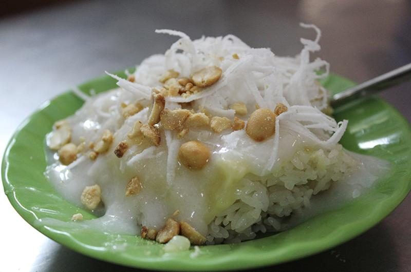 Sticky rice with coconut and durian