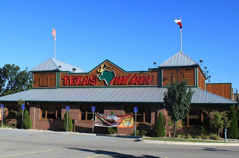 texas roadhouse exterior