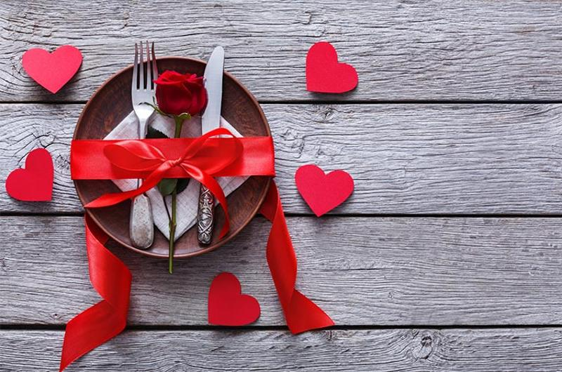valentines day dinner table place setting