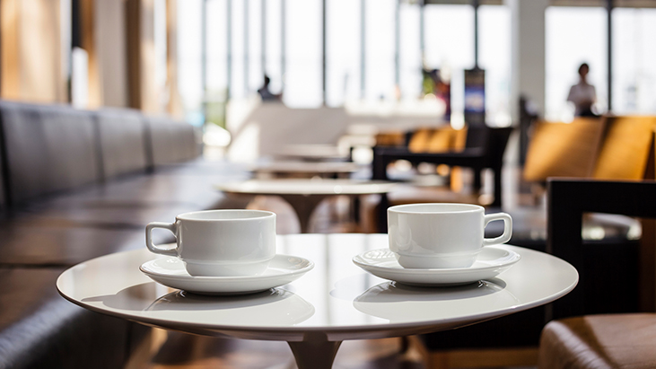coffee cups restaurant table