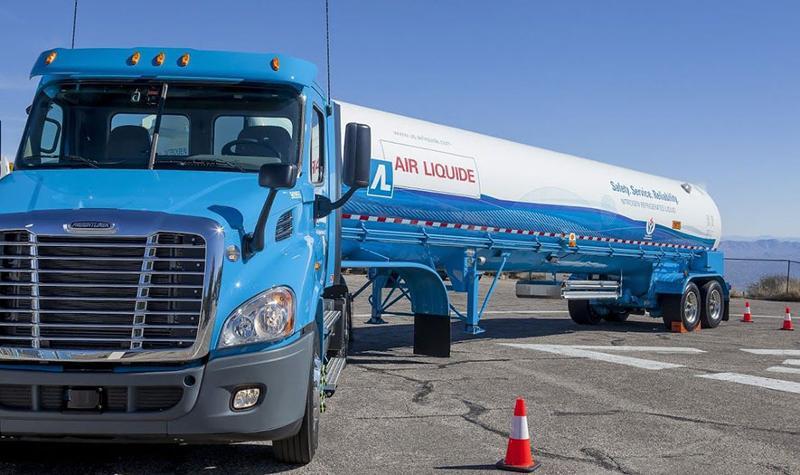 Air Liquide fuel truck