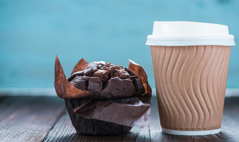 coffee to-go, chocolate muffin